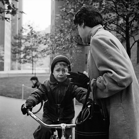 CHILD CRYING NEW YORK 1954, 12 X 12 IN (IMAGE), 20 X 16 IN (PAPER) MODERN GELATIN SILVER PRINT, LTD. ED. OF 15 0117485