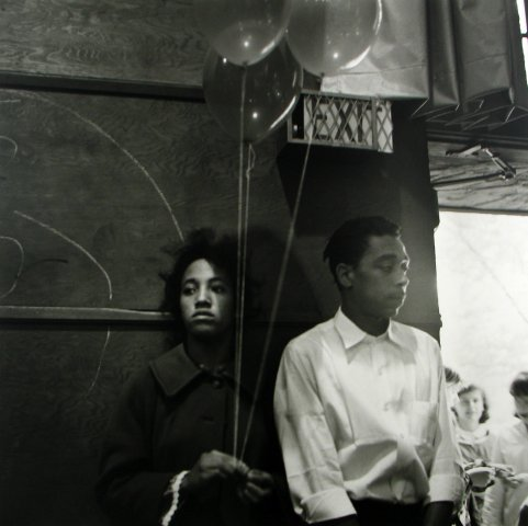 COUPLE WITH BALLOONS, 12 X 12 IN (IMAGE), 20 X 16 IN (PAPER) MODERN GELATIN SILVER PRINT, LTD. ED. OF 15 0115806