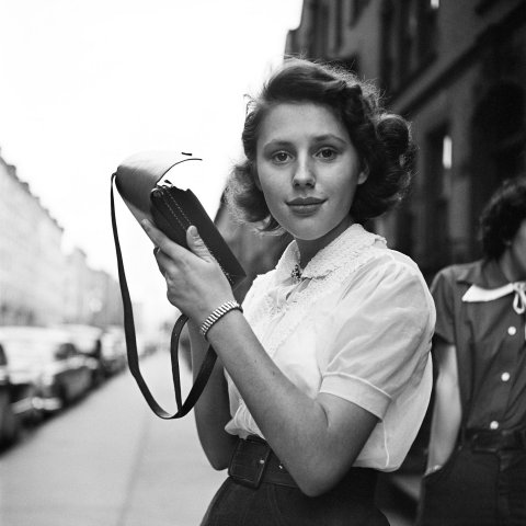 GIRL WITH PURSE, NEW YORK 1950, 12 X 12 IN (IMAGE), 20 X 16 IN (PAPER) MODERN GELATIN SILVER PRINT, LTD. ED. OF 15 0117569
