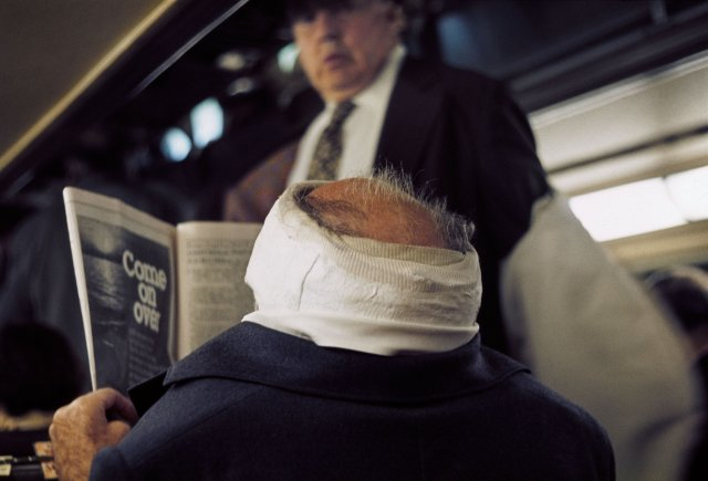 MAN WITH BANDAGED HEAD 1976, 10 X 15 IN (IMAGE), 20 X 16 IN (PAPER) MODERN GELATIN SILVER PRINT, LTD. ED. OF 15 0117626