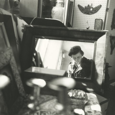 SELF-PORTRAIT CHICAGO 1971, 12 X 12 IN (IMAGE), 20 X 16 IN (PAPER) MODERN GELATIN SILVER PRINT, LTD. ED. OF 15 0107571
