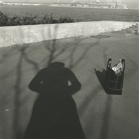 SELF-PORTRAIT TIME MAGAZINE, NEW YORK, 12 X 12 IN (IMAGE), 20 X 16 IN (PAPER) MODERN GELATIN SILVER PRINT, LTD. ED. OF 15 0118509