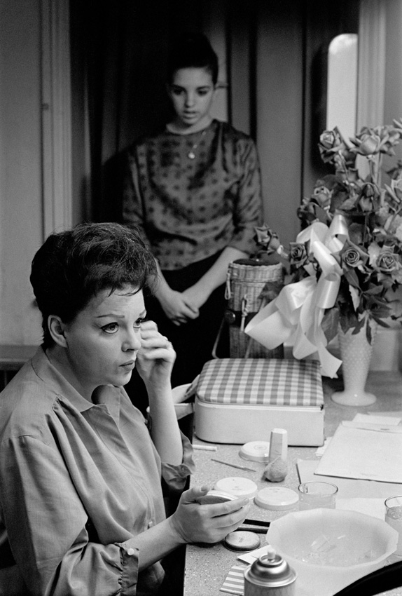 Judy Garland and daughter Liza Minnelli, 1961