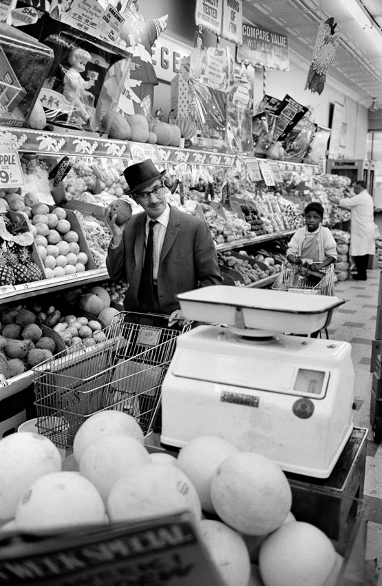 Groucho Marx in his old neighborhood supermarket in the Upper East Side, New York, 1963